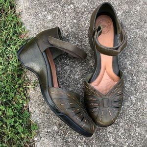 NURTURE Green Leather Ankle Strap Wedge Size 8